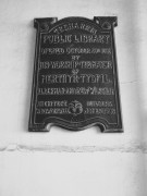 Plaque, Treharris Library, opened 1909 & showing importance of books & learning to the town.
